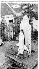 Kompletní sestava raketoplánu Columbia v průběhu převozu na rampu 39A na mysu Canaveral koncem roku 1980