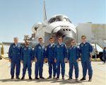 Posádka STS-100 po přistání na Edwards AFB (01.05.2001)