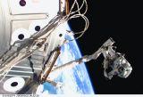 Voss na RMS během EVA (22.05.2000)