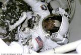 Voss v přechodové komoře po EVA (22.05.2000)