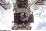 Smith a Grunsfeld při EVA-1 (22.12.1999)