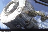Modul Quest na SSRMS při monáži na ISS (15.07.2001)