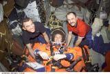 Členové Expedice 2 při přípravě na návrat na Zemi (21.08.2001)