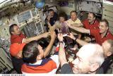 Společný oběd v modulu Zvezda na ISS (15.08.2001)