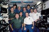 Společná fotografie posádek na ISS (11.12.2001)