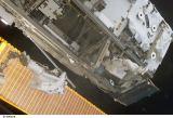 Kosmonauti při EVA-2 (13.04.2002)