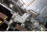 Chang-Diaz a Perrin při EVA-1 (09.06.2002)