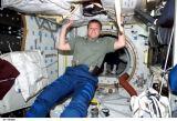 Whitsonová v PMA-2 na ISS (07.06.2002)