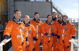 Posádka STS-113 včetně Expedice 6 při TCDT