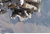 Stefanyshyn-Piper[ová] při výstupu EVA-1 na ITS-P4 (12.09.2006)