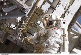 MacLean při výstupu EVA-2 (13.09.2006)