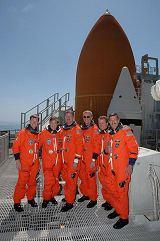 Posádka raketoplánu Atlantis STS-115 při TCDT na rampě 39B (10.08.2006)