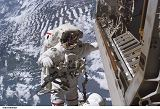 Curbeam při EVA-1 (12.12.2006)