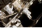 Curbeam a Fuglesang při výstupu EVA-2 (14.12.2006)