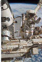 Forrester při EVA-2 (13.06.2007)