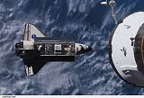 Raketoplán Endeavour STS-118 při příletu ke stanici ISS (10.08.2007)