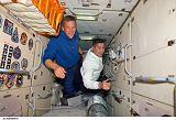 Parazynski a Zamka v modulu Zarja na ISS (25.10.2007)