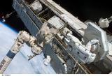 Fossum při EVA-2 (10.07.2006)