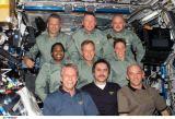 Společná fotografie posádek na ISS (09.07.2006)