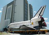 Přesun Discovery STS-121 do VAB (12.05.2006)