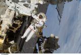Linnehan při EVA-3 (18.03.2008)