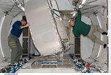 Vybavování interiéru modulu JEM PM na oběžné dráze (04.06.2008)