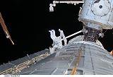 Garan při výstupu EVA-1 (03.06.2008)