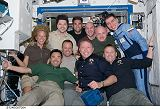 Společná fotografie posádek na ISS (09.06.2008)