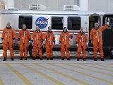 Posádka STS-125 před odjezdem na rampu LC-39A (11.05.2009)