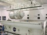 Modul Tranquility/Cupola při nakládání do kontejneru pro dopravu na startovací rampu (12.01.2010)
