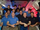 Společná fotografie posádek na ISS (15.04.2010)
