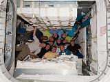 Společná fotografie posádek v nově otevřeném modulu PMM (01.03.2011)
