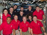 Společná fotografie posádek STS-133 a Expedice 26 na ISS (03.03.2011)