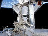 Raketoplán Discovery s modulem PMM v nákladovém prostoru po připojení k ISS (26.02.2011)