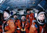 Část posádky STS-28 při pozemní přípravě v CCT JSC (12.07.1989)