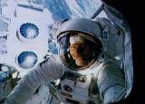 Ross při EVA-1 (07.04.1991)