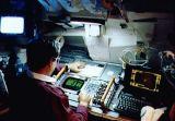 Charles Veach pracuje u zadní přístrojové desky (29.04.1991)