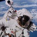 Bruce McCandless při EVA-1 (07.02.1984)