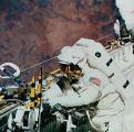 Newman a Walz testují zařízení pro opravu HST při EVA (16.09.1993)