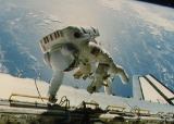 Gardner při EVA-1 (12.11.1984)