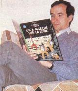 Pro děti se P.Baudry nechal vyfotografoval s comics o fiktivním příběhu Tintina na Měsíci