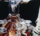 Kosmonauté při EVA opravují HST (06.12.1993)