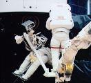 Kosmonauté při EVA opravují HST (07.12.1993)