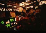 Pilotní kabina Columbie STS-62 při sestupu z oběžné dráhy (18.03.1994)