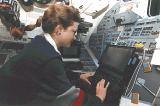 Jernigan[ová] pracuje se zařízením WUPPE (05.03.1995)