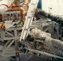 Barry při EVA-1 (15.01.1996)
