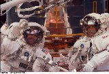 EVA 3 - Smith vlevo, Lee vpravo