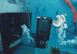 Nácvik opravy HST v bazénu na Zemi