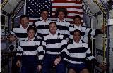 Vpředu zleva Vossová, Halsell, Thomas, vzadu Crouch, Gernhardt, Stillová a Linteris