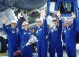 Část posádky STS-84 po přistání na KSC